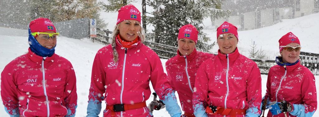 TEAM SkiProAm - nöjda efter 1,5 timmes stavgång rakt uppför i snön.(Foto SkiProAm)